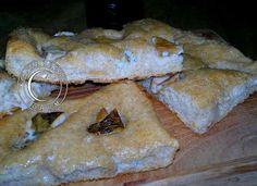 Focaccia ai porcini e gorgonzola, con impasto idratato al 90% e lievito madre http://www.lapulceeiltopo.it/forum/ricette-lievitati-e-imapsti-base-con-le-mani-in-pasta/2042-focaccia-ai-porcini-e-gorgonzola,-con-impasto-idratato-al-90-e-lievito-madre#2828
