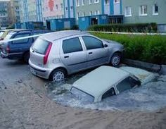 Think you've seen the worst car parking in your local car parks? Take a look at these videos and images of the worst car parking fails. Amazing Street Art, 3d Street Art, Street Art Graffiti, Amazing Art, Awesome, Strange Cars, Pavement Art, Design Page, Sidewalk Chalk Art