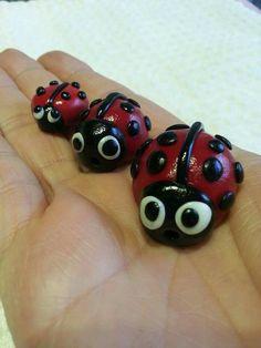 Polimer kil uğur böcekleri.  Polymer clay lady bugs