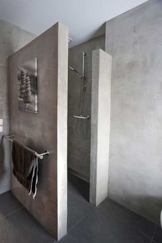 Nice inspirational picture for our concrete look. Materials for wall finishing: Concrete, Tadelakt, Bathroom Interior, Modern Bathroom, Small Bathroom, Master Bathroom, Spanish Bathroom, Bad Inspiration, Bathroom Inspiration, Wc Decoration, Concrete Bathroom