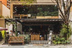 Projeto para reforma do restaurante Le Manjue Organique na Vila Nova Conceição, São Paulo. O objetivo foi deixar o espaço de refeição do...