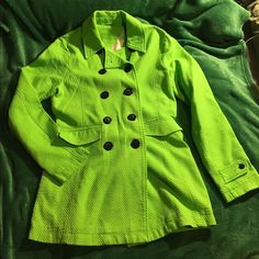 Tommy Hilfiger Neon Green Double Breasted Coat This has no neck tag (I was a rebellious teenager & hated logos so I foolishly excised it) but I assure you this freakshow of a jacket is authentic! The 4th pic shows the Tommy helpline that may or may not still be in service on the tag. This is a Large, and I replaced the buttons with much cooler ones that are sewn on a good deal better than the originals. One of a kind! Pair with one of the striped pants I have for sale and be the post-apoc…