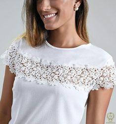 Alteraciones de ideas blusas con encaje in 2020 Sewing Clothes, Diy Clothes, Clothes For Women, Blouse Patterns, Blouse Designs, T Shirt Diy, Lace Tops, Refashion, Designer Dresses