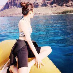 【aerith_lai88】さんのInstagramをピンしています。 《Whether you are in a relationship or not, always be nice to yourself.✨我們只能ㄧ直要自己向前去接受去成長! 野生イルカと泳げた瞬間、ボートに戻って安静する私 の巻⚡️ #野生イルカ#モデル#model#diet#Hawaii#海#Honolulu #photo#beach#初めて海に潜った#dolphin#旅#summer#背中姿#痩せよう#nicebody#diving#美肌#instafollo#happyday#happygirl#instadaily#instagood#followme #綺麗#Pretty#完全日焼#ダイビングウェットスーツ #instaphoto#beautifulgirl》