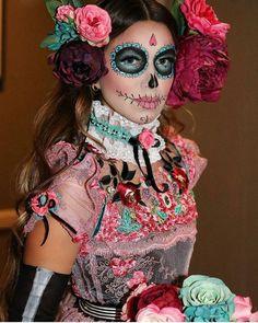 Day of the Dead Costume - - La Flaca - La Catrina - . - Day of the Dead Costume – – La Flaca – La Catrina – the - Halloween Look, Halloween Inspo, Halloween Makeup Looks, Happy Halloween, Halloween Costumes, Vintage Halloween, Noche Halloween, Halloween Skull Makeup, Skeleton Makeup