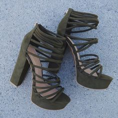 Women's Fashion High Heels : Loving ~olive~ the straps on these caged heels… Clothing, Shoes & Jewelry : Women : Shoes : heels Fancy Shoes, Pretty Shoes, Cute Shoes Heels, Shoes Sneakers, Shoes Jordans, Shoes Sandals, Caged Heels, Hype Shoes, Fashion Heels