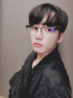 BTS member Jungkook debuts new hairdo recommends Fair Games song Wednesday Afternoon : Bollywood News Jungkook Selca, Taehyung, Namjoon, Jungkook Lindo, Jungkook Cute, Bts Bangtan Boy, Bts Boys, Seokjin, Hoseok