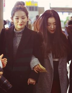 """Look at Seulgi   Her face looks like she's struggling and thinking """"Oh shit my arm... Stay calm"""""""