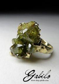 Золотое кольцо с демантоидом