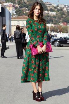 Basma Elbise Modelleri Yeşil Midi Uzun Kollu Kayık Yaka Çiçek Desenli France is an independent nation in Western Europe and the biggest market of a large o Fashion Mode, Modest Fashion, Look Fashion, Fashion Dresses, Womens Fashion, Fashion Trends, Cheap Fashion, Fashion Clothes, Fashion Ideas