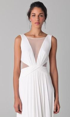 BCBG MAXAZRIA Magdalena 4: buy this dress for a fraction of the salon price on PreOwnedWeddingDresses.com