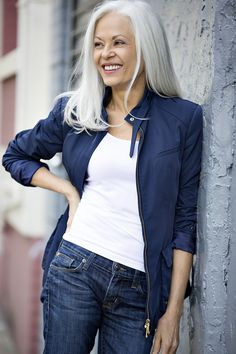 Trendy hair white color older women ageless beauty Long Gray Hair, Silver Grey Hair, Going Gray Gracefully, Aging Gracefully, Transition To Gray Hair, Pelo Natural, Natural White Hair, Hair Highlights, Natural Highlights