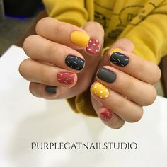 A manicure is a cosmetic elegance therapy for the finger nails and hands. A manicure could deal with just the hands, just the nails, or Yellow Nails Design, Yellow Nail Art, Matte Nails, Diy Nails, Nagellack Trends, Nail Polish, Nail Nail, Nail Swag, Super Nails