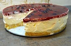 Nepečený cheesecake s ovocem Cheesecake Recipes, Dessert Recipes, Desserts, Fitness Cake, Czech Recipes, No Bake Cake, A Table, Sweet Recipes, Food And Drink