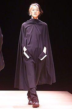 Yohji Yamamoto Fall 2001 Ready-to-Wear Fashion Show - Dawning Han, Yohji Yamamoto