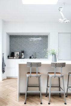 Kitchen Flooring, Kitchen Dining, Dinner Room, Splashback, Kitchen Interior, Cool Kitchens, Home Improvement, New Homes, Interior Design