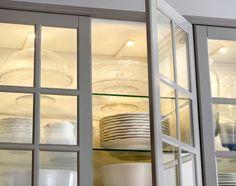Szafka Ze Szklanymi Drzwiami Z W Czonym O Wietleniem Led Ikea Kitchen Lightingkitchen