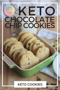 keto cookie recipes These Keto Chooclate Chip cookies are soft and chewy. Make some soft keto cookies for someone who is eating a low carb diet that you love. Eating the keto diet can be easy when you make yourself some keto cookies! Keto Cookies, Keto Chocolate Chip Cookies, Cookies Soft, Mint Chocolate, Chocolate Desserts, Desserts Keto, Keto Friendly Desserts, Low Carb Deserts, Low Carb Sweets