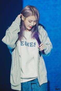 """데프트❄️ on Twitter: """"191103 LOVE Poem 광주 콘서트 두번쨰날 앵앵콜 아이유 직찍 Love Poem 후드티 좋아요 >_< #아이유 #이지은 #iu #loveporem… """" Korean Beauty Girls, Korean Girl, Asian Girl, Korean Actresses, Korean Actors, Actors & Actresses, Iu Fashion, Korean Fashion, Kpop Girl Groups"""