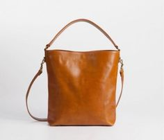 Molly Crossbody- I think I could make it if I got ahold of some leather, or possibly even canvas. Love the shape.