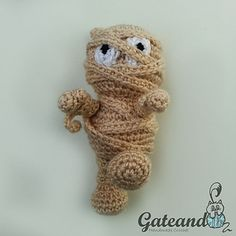 The Mummy amigurumi - free crochet pattern in English and Spanish by Gateando Crochet.