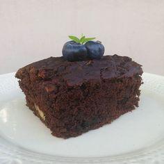 WEBSTA @ theveggieeater - Gran #zoomin de este brownie que hice el otro día, no les explico lo que amé la textura! Antes que todo, les comento que ando sin wifi y además el 4g me está andando súper mal, asi que si tardo mil en contestar es por eso! Les juro que estos brownies quedan buenísimos y más si le agregan las nueces como hice yo. Y uf, si les agregan ddl sin azúcar y frutillas ni les cuento lo 💣 que deben ser! Hace mucho que los quería hacer y realmente pienso hacerlos otra…
