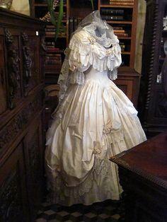 bellafayegarden:  Victorian wedding dress  by House Of Secrets Incorporated