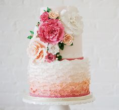 Half hip ombre, half classic wedding flowers Cake for hubby Wedding Cake Photos, Cool Wedding Cakes, Beautiful Wedding Cakes, Gorgeous Cakes, Pretty Cakes, Cute Cakes, Amazing Cakes, Classic Wedding Flowers, Floral Wedding