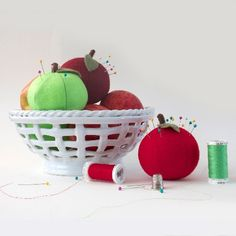 Create these simple apple pincushions. Perfect for Autumn sewing projects! Tutorial and free pattern.