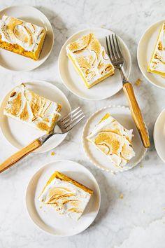 brown butter sweet potato bars (Hummingbird on High) Sweet Potato Bars Recipe, Sweet Potato Casserole, Butter Shortbread Cookies, Just Desserts, Dessert Recipes, Egg Tart, Pumpkin Bars, Sweet Pie, Rice Cakes