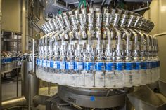 Which station does our #ErgoBloc work on before capping and after labelling?! Today's photo will give you the answer  #GermanBlingBling #filling #bottles #krones #kronesag