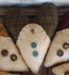 Primitive Christmas Ornaments, Christmas Sewing, Christmas Fabric, Felt Ornaments, Christmas Snowman, Christmas Trees, Christmas Decor, Primitive Christmas Patterns, Christmas Quilting