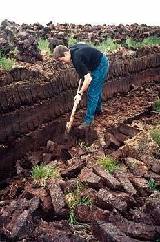An Irish bog , cutting Peat or Turf. Nothing in the world smells better than a peat brick fire on a chilly night. County Mayo, Images Of Ireland, Irish Eyes Are Smiling, England, Irish Celtic, Republic Of Ireland, Emerald Isle, Ireland Travel, British Isles