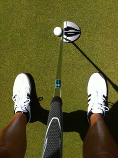 Former Oklahoma Sooner and current Ladies European Tour player Kendall Dye shows us her Ping Nome putter.
