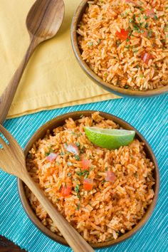 Rice Recipe: Restaurant-Style Mexican Rice — Side Dish Recipes from The Kitchn Mexican Rice Recipes, Mexican Dishes, Mexican Rice Recipe Restaurant Style, Rice Side Dishes, Food Dishes, Fajita Side Dishes, Healthy Recipes, Cooking Recipes, Tasty Rice Recipes