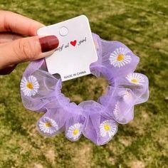 Diy Hair Scrunchies, Hair Rubber Bands, Purple Daisy, Hair Rings, Accesorios Casual, Diy Hairstyles, Scrunchy Hairstyles, Chiffon Flowers, Hair Accessories For Women