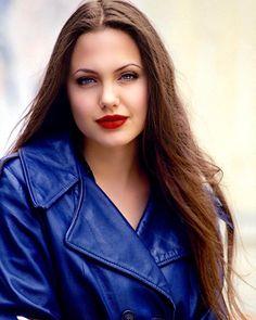 Angelina Angelina Jolie Young, Angelina Jolie Photos, Divas, Veronica Lake, Beautiful Celebrities, Beautiful People, Beautiful Women, Claudia Schiffer, Vogue Paris