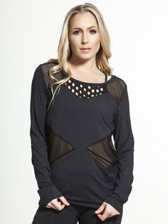 Stunning enough to be worn on the street, but with enough performance details to be at home in spin class, the Dakota Noir Pullover is the best of both worlds. The quick-dry fabric makes recovering from a workout simple and easy, while the contrast mesh panels add a modern twist that's easy to style with your favorite off-duty pieces.
