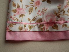 Vesido confeccionado em tecido 100% algodão, possui cinto em tecido 100% algodão. Tamanhos disponíveis: 1,2,3,4,6,8. Dimensões: 1: Altura: 53 cm Largura: 25 cm 2: Altura: 57 cm Largura: 28 cm 3: Altura: 60 cm Largura: 29 cm 4: Altura: 63.5 cm Largura: 30 cm 6: Altura: 70 cm ...