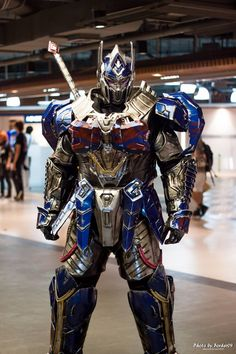An outstanding TLK Optimus cosplay by Patawikorn Uttisen (Pat Costume)! [2 images]