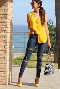 Moda femenina oficina verano 2019 Ideas for 2019 Mode Outfits, Trendy Outfits, Summer Outfits, Yellow Outfits, Classy Outfits, Outfits Con Camisa, Outfit Elegantes, Fashion 2017, Fashion Outfits