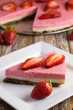 Raw Strawberry, Lemon & Macadamia Cheesecake. t tastes amazing, will really wow your guests, and best of all is suitable for paleo, vegan, primal, clean eating, gluten free, dairy free & egg free diets.