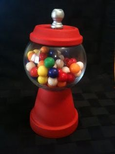 DIY Gumball Holder Guest Post from Crafty Soccer Mom at Bacon Time http://bacontimewiththehungryhypo.blogspot.com/e