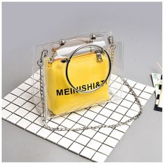 Yellow Clear Bag Circle Handle Fashion Shoulder bags with Chain Lv Bags, Purses And Bags, Chuva Fashion, Leather Crossbody Bag, Leather Bag, Fashion Bags, Fashion Backpack, Transparent Bag, Clear Bags