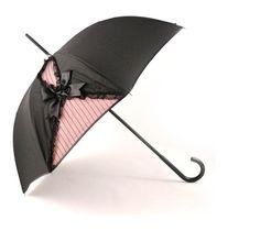 Começaram as famosas chuvas da primavera! E nós gostamos de guarda-chuvas fashions. Os modelos criados pelo designer francês Guy de Jean em parceria com a Chantal Thomas tem lingeries como inspiração! É para arrasar! ♥