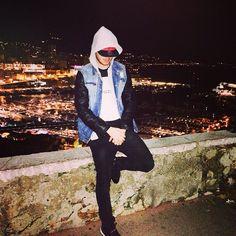 #Rocher Trop de gens se prennent pour des stars, mais leur succès est éphémère comme ma paire de Jordan  from #Montecarlo #Monaco