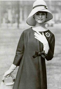 1961 Nina Ricci. Robe en alpaga de staron, bleu marine.