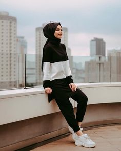 Image may contain: 1 person, standing Modern Hijab Fashion, Street Hijab Fashion, Hijab Fashion Inspiration, Muslim Fashion, Modest Fashion, Fashion Outfits, Hijab Dress, Hijab Outfit, Ootd Hijab