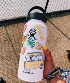 "A VSCO woman is someone whose way of life matches the aesthetic appeals of the VSCO app. Merriam-Webster specifies the ""VSCO girl"" as . Well, in fac. Hydro Flask Water Bottle, Cute Water Bottles, Stickers On Water Bottles, Decorated Water Bottles, Surfer, Summer Aesthetic, Mellow Yellow, Cute Stickers, Brand Stickers"