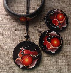 Jewelry made of wood with hand-painted...Ar-Mari Rubenian